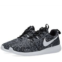 Nike W Roshe One Print Premium ($105) ❤ liked on Polyvore featuring shoes, patterned shoes, nike, light weight shoes, mesh shoes and nike footwear