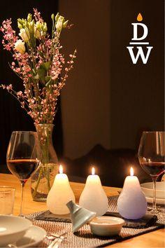 Die Kerze ist in birnenform von Hand gegossen. Die Kerze brennt nach innen und leuchtet durch den Kerzenkörper. Sie sind die perfekte Ergänzung zu Blumenarrangements, da sie geruchsneutral sind. Tiefe, satte Töne schaffen herausragende und unverwechselbare Möglichkeiten von Farbkombinationen. Brennzeit 30h je nach Verwendung und Farbe Table Decorations, Furniture, Home Decor, Color Combinations, Flower Arrangement, Pear, Candles, Dekoration, Ideas