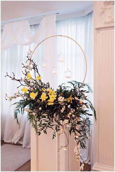 Spring floral hoops - For home coming lantern Wedding Flower Arrangements, Flower Bouquet Wedding, Floral Wedding, Floral Arrangements, Table Centerpieces, Wedding Centerpieces, Wedding Decorations, Wedding Banners, Home Wedding