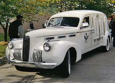1940 LaSalle Hearse MC:  Man THIS thing would CREEP ME OUT if I saw it going down the street....!!
