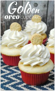 You are going to want to head to the kitchen with the kids today to make these Golden Oreo Cupcakes! Who doesn't love Golden Oreos? | VirtuallyYours