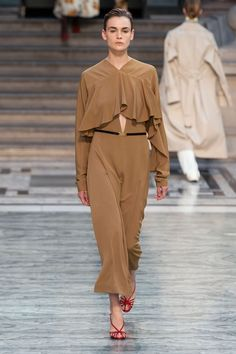 See Every Look From Victoria Beckham's Spring 2020 Collection - Fashionista Christian Siriano, Heidi Klum, Donna Karan, Victoria Beckham, Sunday In London, Kim Kardashian, American Eagle Outfitters, Charlotte Russe, Stella Mccartney