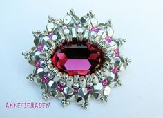 Rulla Royal Brooch by Akke Jonkhof
