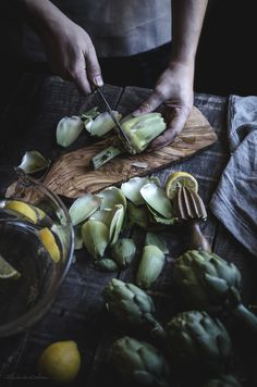 Crema de alcachofas con chips de jamón. Cómo limpiar alcachofas