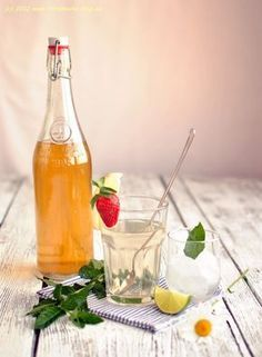 Mint syrup (recipe in Czech) Fun Drinks, Alcoholic Drinks, Beverages, Mint Syrup Recipe, Toffee Bars, Czech Recipes, Homemade Pickles, Jam And Jelly, Home Canning