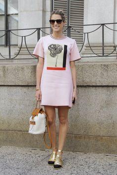 Pin for Later: Frisch eingetroffen: Neue Street Style Fotos aus New York Street Style bei der New York Fashion Week September 2015 Helena Bordon wearing a pink Coven dress.