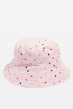 Mini Hearts Embroidered Bucket Hat - New In Fashion - New In - Topshop Outfits With Hats, Cute Outfits, Ropa Color Pastel, Bucket Hat Outfit, Looks Kawaii, Hat Storage, Fisherman's Hat, Beret, Matilda