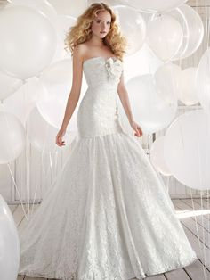 Strapless Sheen Lace Trumpet Wedding Dress with Blooming Flowers on Bodice