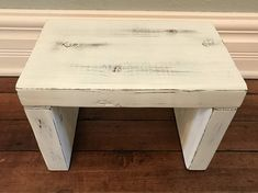Kitchen Step Stool, Kitchen Benches, Kitchen Stools, Kid Kitchen, Toddler Kitchen, Step Stools, Kitchen Rustic, Rustic Bench, Diy Bench