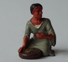 Hausser Elastolin ref : 6832 Indienne à genoux avec son plat 2ème peinture