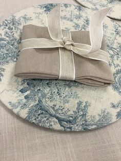 How divine is this toile base plate with the stone linen napkin? Ballet Dance, Dance Shoes, Linen Napkins, Slippers, Plate, Toile, Dancing Shoes, Dishes, Ballet