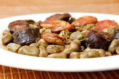 Para quem aprecia favas, esta receita de Favas Guisadas a Portuguesa é bastante saborosa! Os enchidos conferem-lhe um paladar muito agradável.