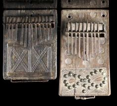 Volé / Stolen / Gestolen / Rubare / Roubado / Gestohlen / Robado  Ces 2 lamellophones ou sanza (Likembe / Mbira / Thumb piano / Finger piano / Kalimba ....)  Ont été volées   dans le colis envoyé de Porto (Portugal) vers Bruxelles (Belgique)  H: 20,5 cm et 16,7 cm d'origine Tshokwe de l'Angola.   Si par hasard vous les voyez réapparaître sur le marché (Galeries, Ventes publiques, Ebay ....)  Ce serait très aimable de votre part de me le signaler:  sanza@skynet.be  MERCI D'AVANCE