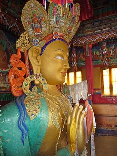 Very large Maitreya, Buddha of the future