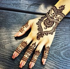 Gorgeous Back Of Hand #Henna Design.