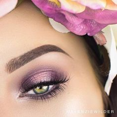 pretty green eye makeup with lilac eye shadow! Check now pretty green eye makeup with lilac eye shadow! Check now ♥ Makeup Looks For Green Eyes, Pretty Eye Makeup, Purple Eye Makeup, Eye Makeup Tips, Smokey Eye Makeup, Pretty Eyes, Gorgeous Makeup, Beauty Makeup, Hair Makeup