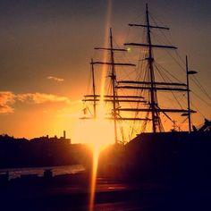 Statsraad Lemkuhl i solnedgang #bergen #mittbergen #mittnorge #mittvestland #ilovenorway #statsraadlehmkuhl #bryggenibergen #sunset #sailboat by openair84