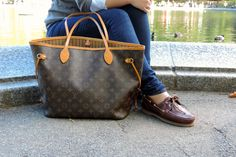 Louis Vuitton Neverfull monogram with preppy deck shoes