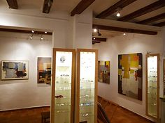 Gallery hall: MNesmalts jewels and contemporary painting