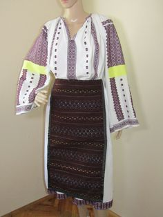 Romanian peasant complete costume from Oltenia : dress and pair of aprons . Ethnic Outfits, Aprons, Pairs, Traditional, Costumes, Sweaters, Vintage, Collection, Dresses