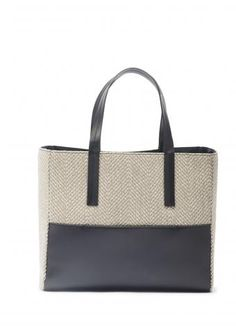 Here it is a new Sara C., a new perfect bag: REVERSO. Made in Italy, versatile design, masculine and feminine, timeless and season. A new model that you can find in the online shop in four variants. Click and choose your favorite: http://www.saracmilano.it/en/shop   #noseason #timeless #theperfectbag #madeinitaly #nogender