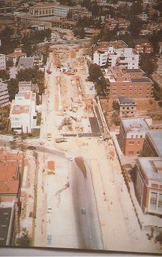 Paso subterráneo de la Plaza de la República Argentina, durante su construcción entre 1970 y 1971.