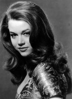 1960s: Jane Fonda Jane Fonda shows off her side-swept long layers and bouncy, elegant curls.