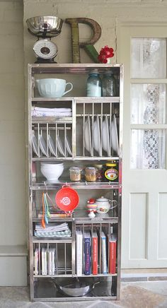 Actually I really, really like this plate rack. It's practical and versatile and can be used for a lot more than storing plates.