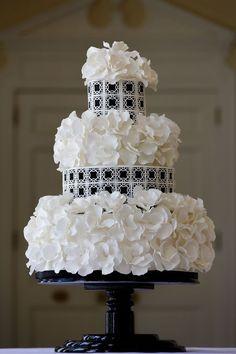 Black + White Wedding Cake Southernbluecelebrations.blogspot.com