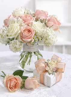Leading Illustration & Publishing Agency based in London, New York & Marbella. Beautiful Bouquet Of Flowers, Beautiful Flower Arrangements, Beautiful Roses, Beautiful Flowers, Flower Vases, Flower Art, Flower Phone Wallpaper, Vase Arrangements, Photos