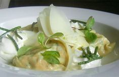Receta de raviolis de salmón con espuma de queso curado