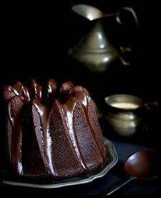 Saftiger Schokoladen-Espresso-Gugelhupf
