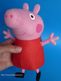 Free Peppa Pig pattern for felt...y didn't I see this before I made my own pattern?! Oh well, munky loves her peppa I made her:-)