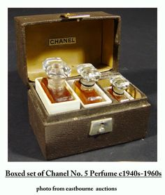 Rare, vintage graduated set of three Chanel No. 5 glass perfume bottles with original contents in a fitted leather case. Chanel Box, Chanel Mini, Coco Chanel, Perfumes Vintage, Francis Kurkdjian, Antique Perfume Bottles, Rita Hayworth, Vintage Chanel, Container