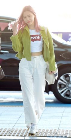 Fashion Idol, Blackpink Fashion, Kpop Fashion Outfits, Korean Outfits, Petite Fashion, Korean Airport Fashion, Korean Fashion, Mein Style, Cute Casual Outfits