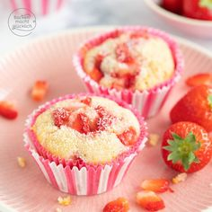 Strawberry Muffins with White Chocolate Baking makes you happy Strawberry Muffins, Strawberry Desserts, 12 Cupcakes, Muffin Recipes, Cake Recipes, Caramel Mud Cake, Quick Cookies, White Chocolate Strawberries, Crab Cakes