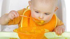 Apprendre à manger et à boire seul