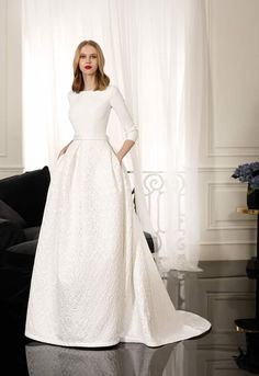 a43ab736e3 Vestido de novia Inmaculada García Prehnita