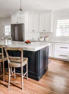 Blue Kitchen Island, Navy Kitchen, Blue Kitchen Cabinets, Quartz Kitchen Countertops, Kitchen Cabinets Black And White, Blue Kitchen Interior, Blue Kitchen Designs, White Cabinets White Countertops, Modern Farmhouse Kitchens