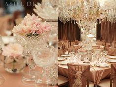 taças trabalhadas de vidro fazem as vezes de vasos para flores