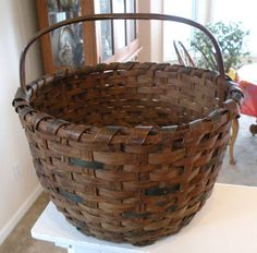 Large Old Round NE Splint Oak Farm Basket w/ Bentwood Handle, Awesome Patina