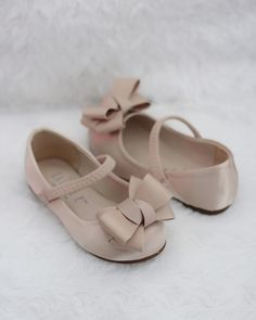 Champagne Satin Maryjane Flats with Grosgrain Bow, Flower girl shoes – Kailee P. Flower Girl Shoes, Little Girl Shoes, Baby Girl Shoes, Girls Shoes, Flower Girl Dresses, Ladies Shoes, Flower Girls, Women's Shoes, Buy Shoes