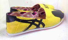 Kill Bill Hand Painted Shoes, Panamá- zapatos pintados de Kill Bill- yellow shoes- zapatos amarillos- kill bill