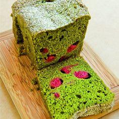Cake au thé vert matcha cuisiné par la jeune chef japonaise Kaori Endo pour Rose Bakery.