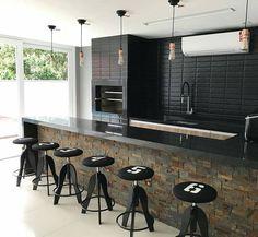 Área de Lazer com Churrasqueira: 15 Ideias para se Inspirar e Montar a Sua! Rustic Kitchen, Kitchen Decor, Kitchen Design, Urban House, Home Room Design, House Design, Home Pub, Counter Design, Light In