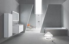 ME door Philippe Starck voor Duravit. Maar hier gaat het ook om de wijze van vormgeven aan de badkamerinrichting. Met name de schuine lijnen die de doorgang naar de douche markeren trekken de aandacht.
