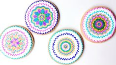 Learn how to use a Spirograph to decorate cookies with royal icing and edible markers! Iced Cookies, Royal Icing Cookies, Cookie Desserts, Cookie Icing, Cookie Cutters, Cookie Recipes, Fondant, Biscuits, Frosting Techniques