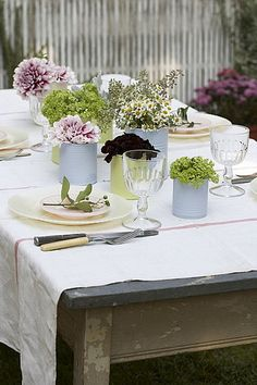 A pretty, ready for Spring table setting