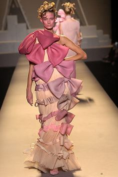 Ugly fashion - Victor and Rolf S/S05 ewwwwwwww dislike hehe