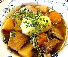 Piiitkään haudutettu karjalanpaisti on syksyruokaa parhaimmillaan. Pork, Chicken, Meat, Kale Stir Fry, Pigs, Cubs, Kai